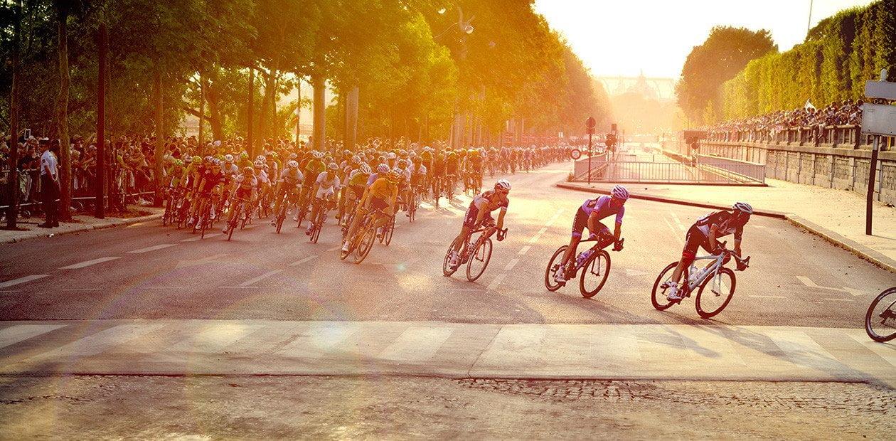 Tour-de-France-2021-Paris-Peleton